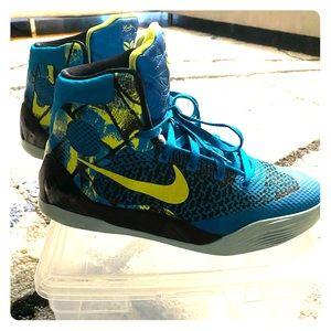 Kobe size 7Y